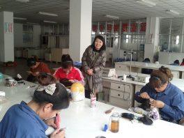 Jinaサロンは世界の髪製品の90%以上が生産される中国青島の最大手企業JIFA社の中に 専属の制作室を持っています。(2012.3 視察にて)
